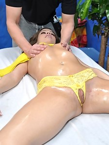 18 year old with a bangin body gets fucked hard